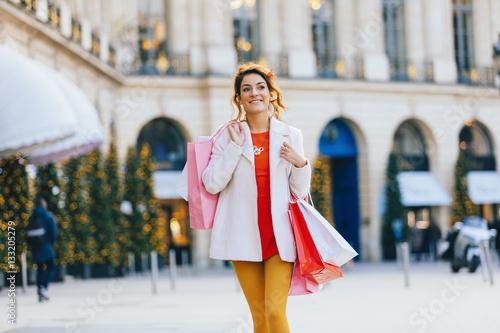 Poster Paris, Young woman doing shopping place vendome