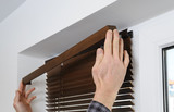 Installing wooden blinds. - 133242031