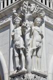 Италия, Венеция - сентябрь 2015 года: скульптурные композиции на площади Сан Марко