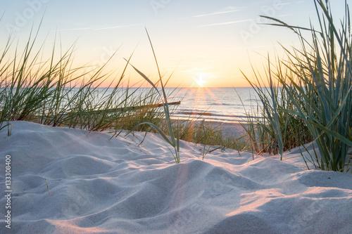 Fotobehang Strand Sonnenuntergang an der Ostsee