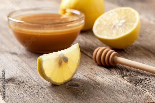 Poster  lemon and honey bowl