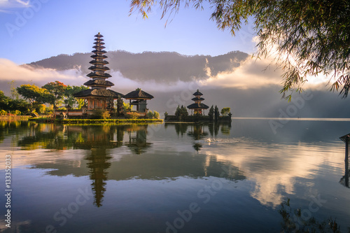 Plexiglas Bali View of mountain, lake and a temple in Bali Indonesia