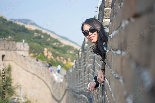 Poster Happy tourist on the Great Wall of China
