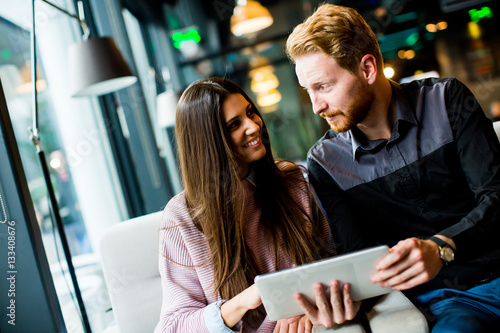 Poster Young couple with tablet