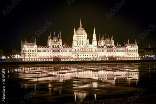 Poster Floating ice at night at hungarian parliament Budapest, Hungary