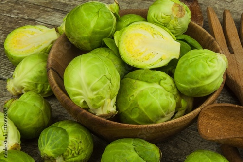 Papiers peints Bruxelles Brussels sprouts on old wooden table. Homework fresh vegetables. Growing vegetables on the farm. Preparing vegetarian food. Diet food.