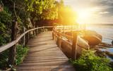 Tajlandia, Zachód słońca, widok z drewnianego mostu na koh Phangan