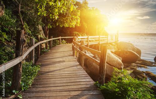 Tajlandia zmierzchu widok od drewnianego mosta na koh Phangan wyspie