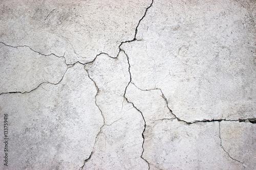 popękana betonowa ściana pokryta szarego cementu tekstury jako tła