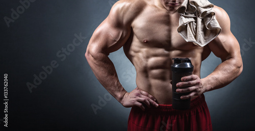 Poster Bodybuilder with a shaker