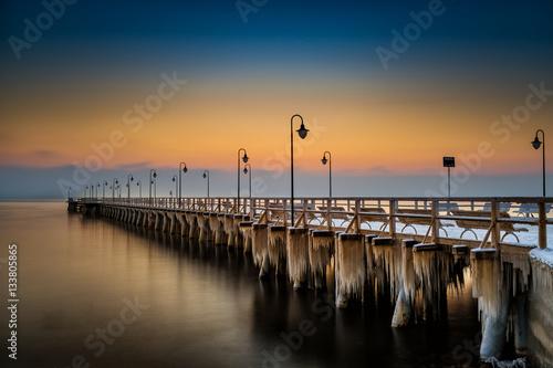 Fototapety, obrazy : Zimowy wschód słońca z widokiem na molo