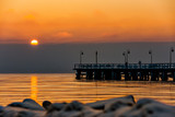 Wschód słońca w Gdyni Orlowie z widokiem na molo - 133808828