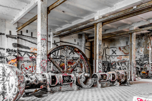 Foto op Aluminium Oude verlaten gebouwen run down factory, industrial abandoned warhouse