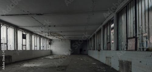 Aluminium Oude verlaten gebouwen old abandoned warehouse