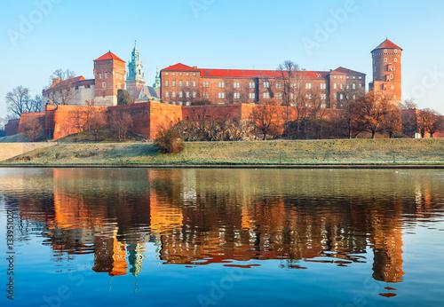 Zdjęcia na płótnie, fototapety na wymiar, obrazy na ścianę : Wawel castle at Wisla river banks in Krakow old town Poland