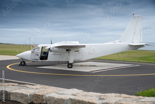 Zdjęcia Typical short takeoff and landing aircraft on the apron of the Isles of Scilly airport used for connection between Scilly Islands, Land´s End and Newquay in Cornwall, England