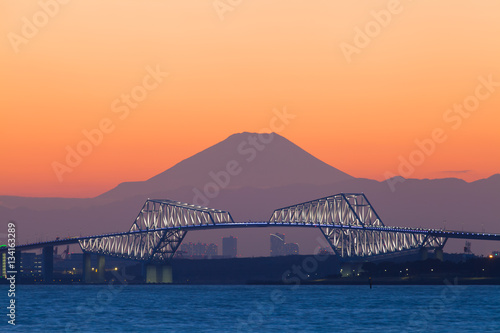 Poster Tokyo gate bridge and Mt.Fuji at beautiful sunset in winter