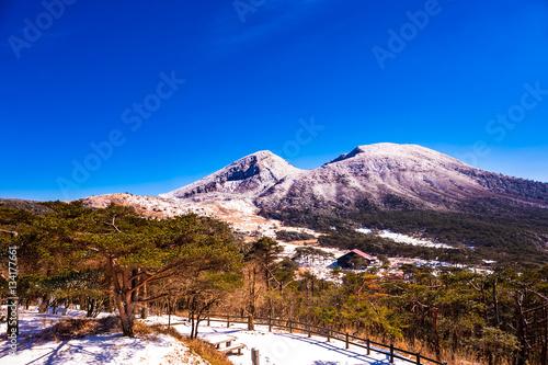 冠雪の韓国岳とえびの高原