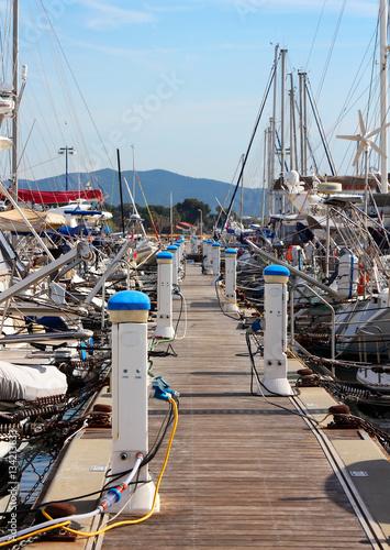 Aluminium ponton et bateaux - port de Hyères - France