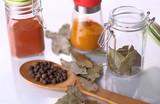 przyprawy papryka liść laurowy - 134368401