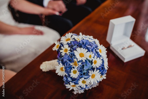 wedding bride bouquet rings groom