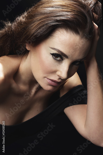 Poster portrait femme glamour brune