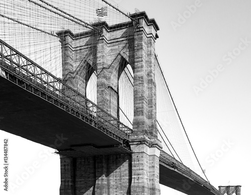 Papiers peints New York Brooklyn Bridge in Black and White New York City NYC