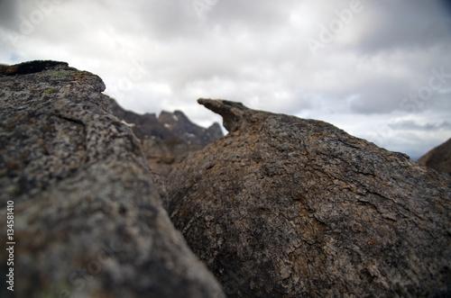 Fotobehang Fantasie Landschap Nahaufnahme von Gesteinsformation im Hochgebirge