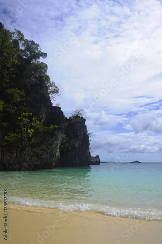 Poster l landscape view of Koh Hong island in Thailand Phi Phi area with turquoise wate