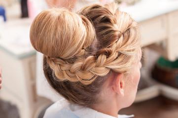 Acconciatura sposa capelli lunghi biondi raccolti