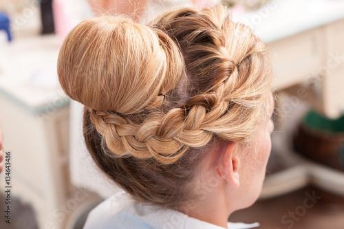 Canvas Kapsalon Acconciatura sposa capelli lunghi biondi raccolti