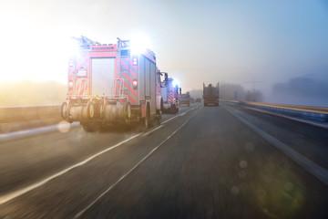 Feuerwehrauto auf Autobahn