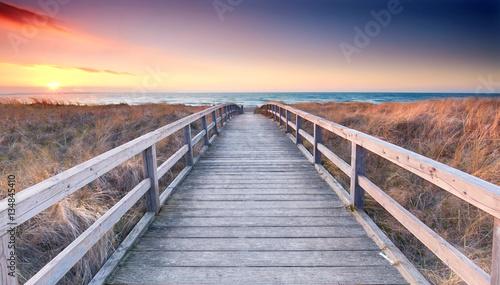 Foto auf Acrylglas See sonnenuntergang Strandübergang zur Ostsee - Frühling