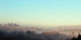 Paesaggio con foschia nebbia
