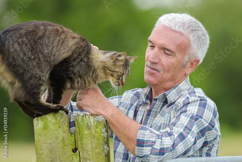 Poster Man smoothing cat