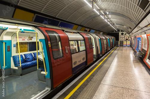 industrialne-metro-tunel-podziemny