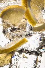 Wasser mit Eis und Zitronen © Rothlehner Florian