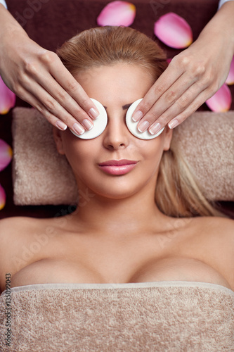 Poster Treatment of cleaning face skin