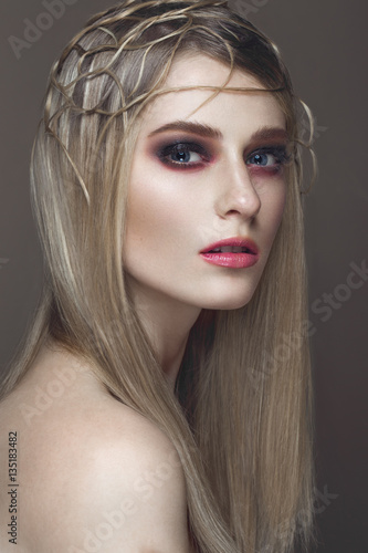 Poster Beautiful fashion woman with creative make-up and hairstyle