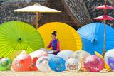 Tajlandzka kobieta W Tradycyjnym kostiumu Tajlandia obrazu parasol, chiangmai Tajlandia, Tajlandia cultue, Lanna kultury styl
