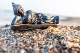 Liegender Buddha am Strand