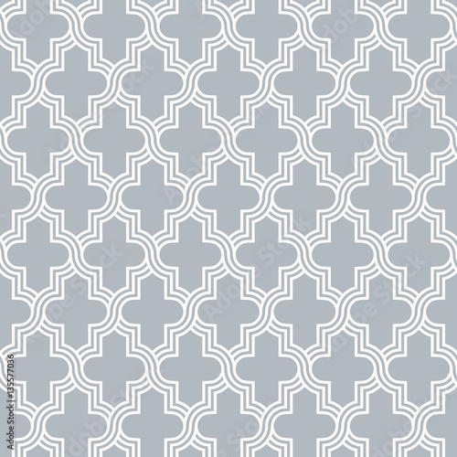 Arabesque quatrefoil lattice pattern outline - 135577036
