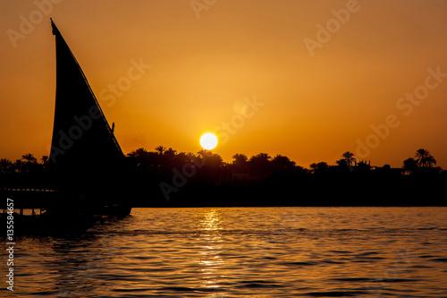 In de dag Oranje eclat Sunset over Nile in Egypt