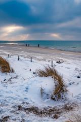 Plaża na Helu w zimowej scenerii © Filip Olejowski