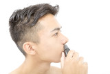 メンズビューティ 鼻毛カッターでケア 白バック 横顔