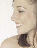 Perfil de mujer sonriendo