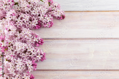 Purple lilac flowers on wooden table Plakat