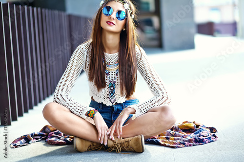 Poster Funny stylish sexy smiling beautiful young hippie woman model in summer white hi