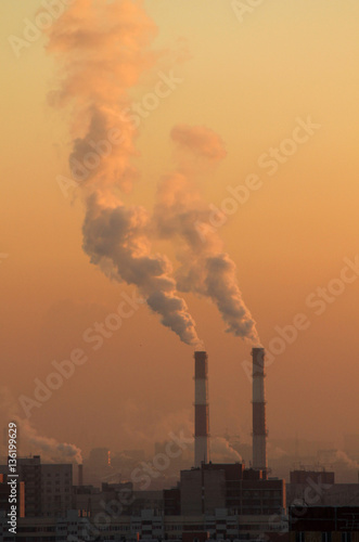 Papiers peints Morning Glory Smoke from industrial chimneys at dawn