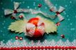 Кра�ива� Овощна� композици�, из ли�тьев �вежей зеленой капу�ты ,натюрморт из кра�ного помидора, кольца �очного �вежего лука.